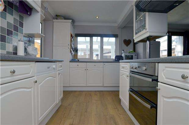 3 Bedrooms End Of Terrace House for sale in Overmead, ABINGDON, Oxfordshire, OX14 5NB