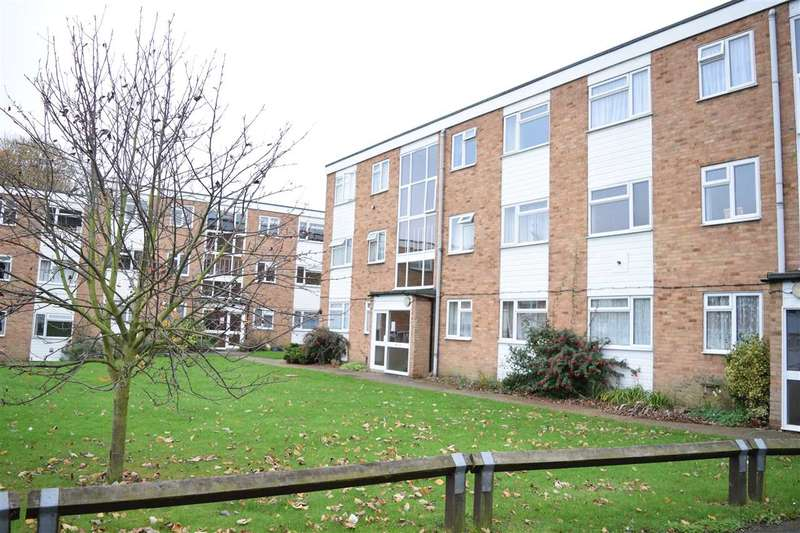 2 Bedrooms Flat for sale in Haig Court, Chelmsford