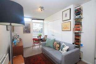 1 Bedroom Flat for sale in Shepton Court, Westbridge Road, Battersea, London