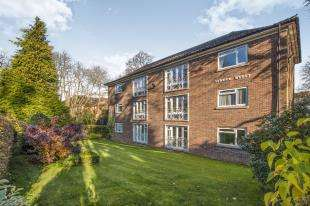 2 Bedrooms Flat for sale in Lynden Hyrst, Addiscombe Road, Croydon