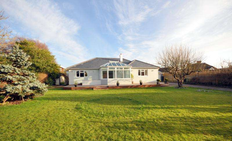 4 Bedrooms Detached House for rent in Rookwood Road, West Wittering, Chichester, West Sussex, PO20