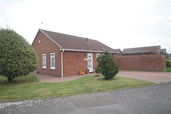 2 Bedrooms Bungalow for sale in Sudbourne Avenue, Clacton on Sea