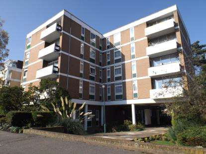 2 Bedrooms Flat for sale in High Road, Chigwell, Essex
