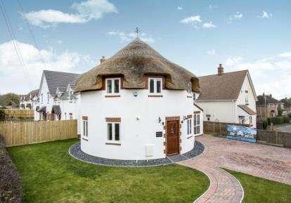 3 Bedrooms Detached House for sale in Lytchett Matravers, Poole, Dorset