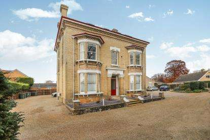 2 Bedrooms Flat for sale in London Road, Attleborough, Norfolk