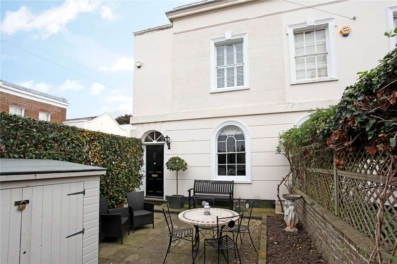 2 Bedrooms Semi Detached House for sale in Adelaide Square, Windsor, Berkshire, SL4