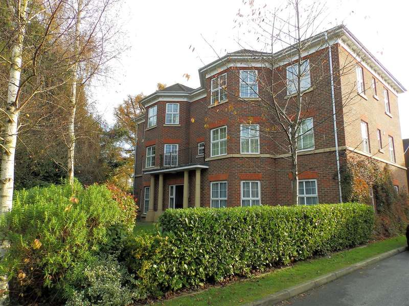 2 Bedrooms Apartment Flat for sale in Mulberry Gardens, Old Guildford Road, Broadbridge Heath