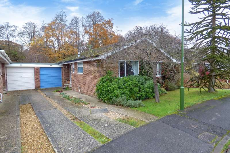 3 Bedrooms Detached Bungalow for sale in Pitsham Wood, Midhurst, GU29
