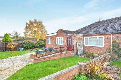 3 Bedrooms Bungalow for sale in Mounthill Avenue, Old Stratford, Milton Keynes, Bucks