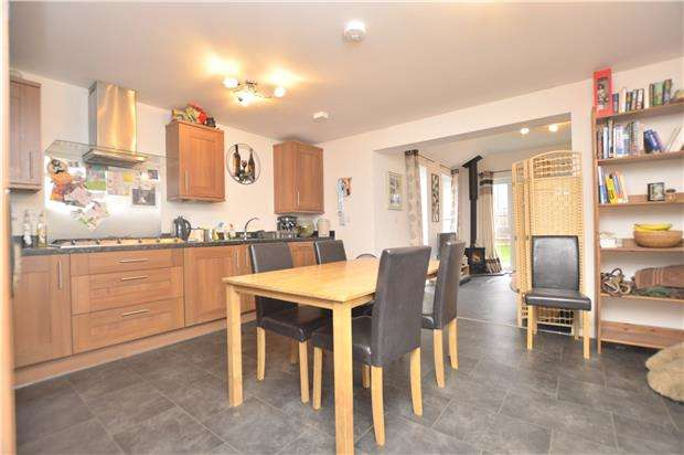 3 Bedrooms Detached House for sale in Prestbury Close, Cheltenham, Glos, GL52 2DN