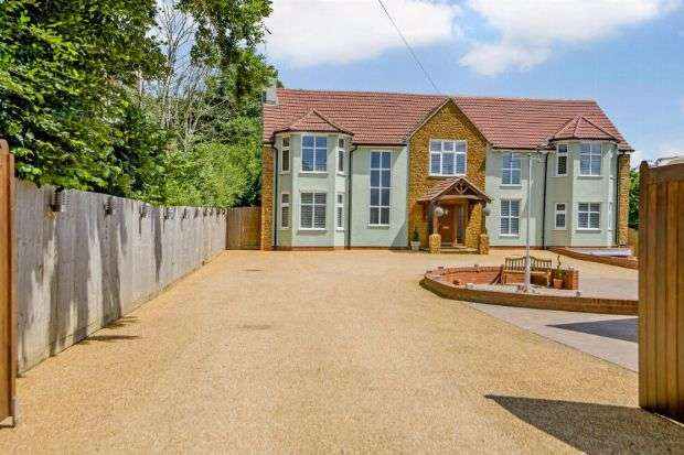 5 Bedrooms Detached House for sale in Harborough Road North, Kingsthorpe, Northampton NN2 8LU