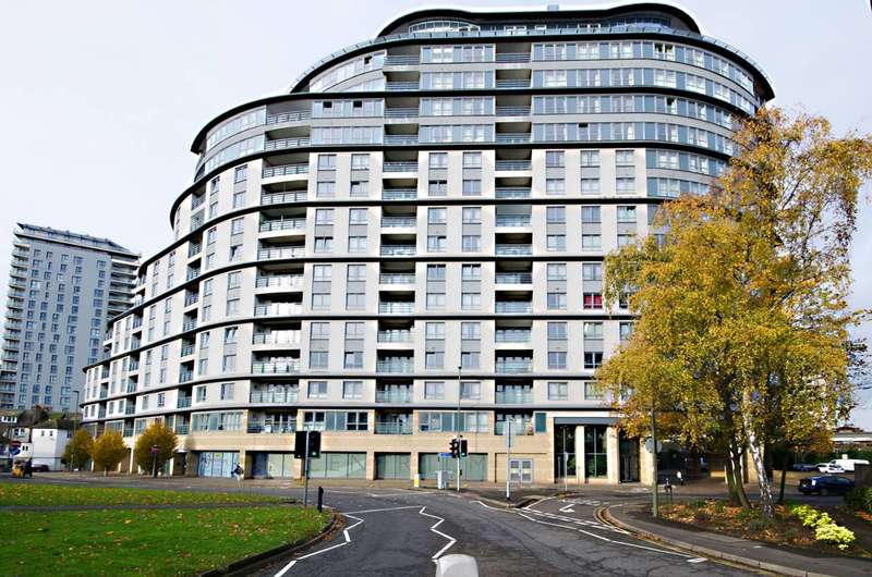 2 Bedrooms Flat for rent in Station Approach, Woking, GU22