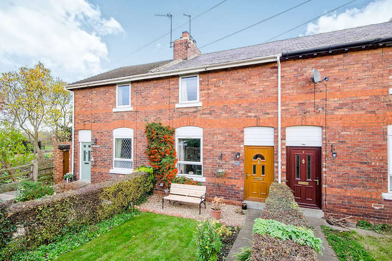 2 Bedrooms Terraced House for sale in Station Road, Womersley, DN6