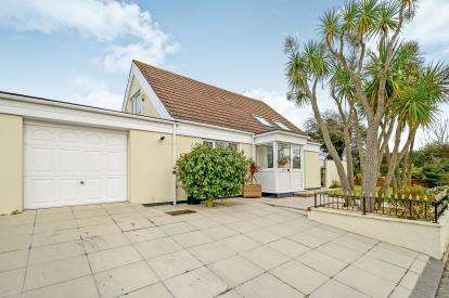 3 Bedrooms Bungalow for sale in Quintrell Downs, Newquay, Cornwall