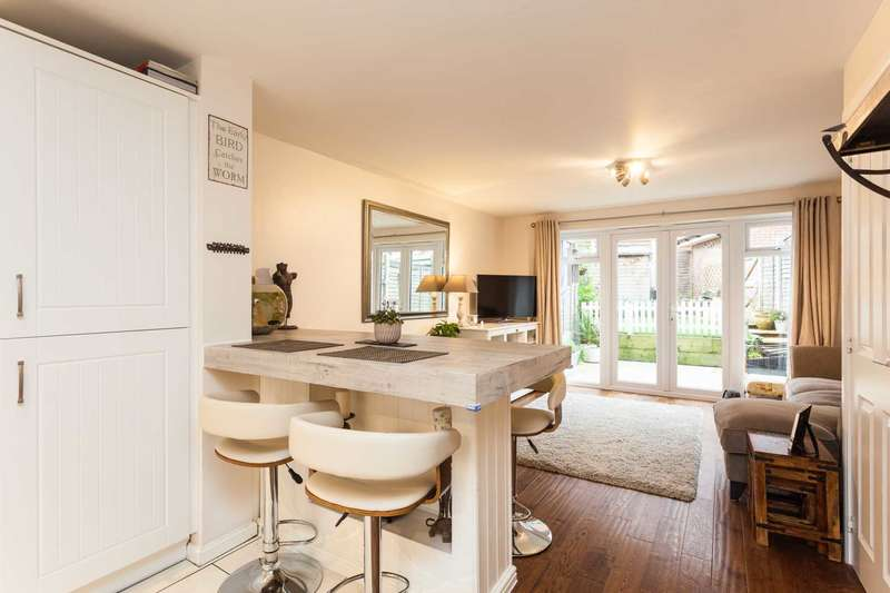 2 Bedrooms Terraced House for sale in Roman Lane, Southwater