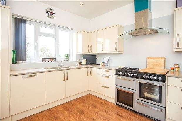 4 Bedrooms Detached Bungalow for sale in Rannock Avenue, KINGSBURY, NW9 7LD