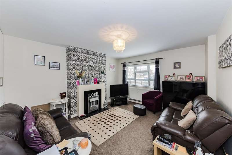 2 Bedrooms Ground Flat for sale in Blacksmith Crescent, Sompting, West Sussex, BN15 0BX