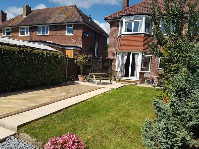 2 Bedrooms Semi Detached House for sale in Terringes Avenue, Worthing, West Sussex, BN13 1JQ