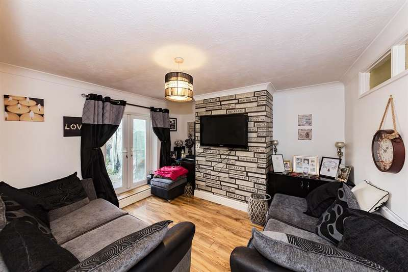 1 Bedroom Flat for sale in Meeching Road, Newhaven, East Sussex, BN9 9RH