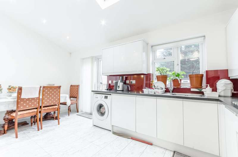 4 Bedrooms House for sale in Lea Bridge Road, Walthamstow, E17