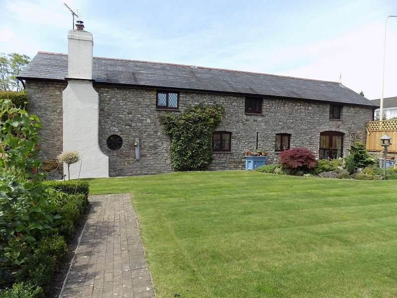 4 Bedrooms Barn Conversion Character Property for sale in The Old Barn, Bonvilston, Cardiff. CF5 6TR