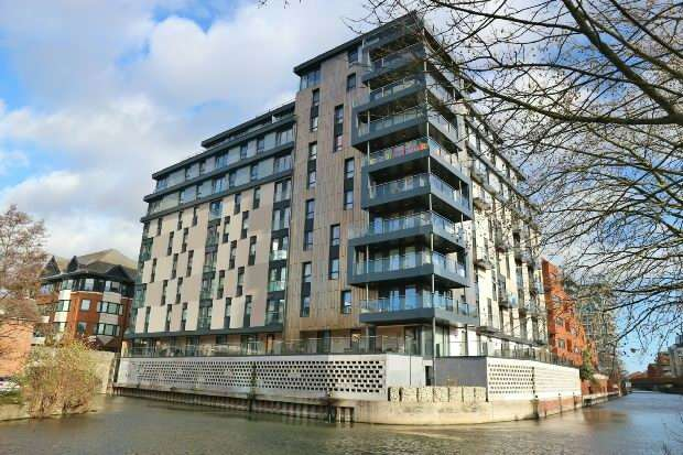 2 Bedrooms Flat for sale in Kennet House, Kings Road, Reading