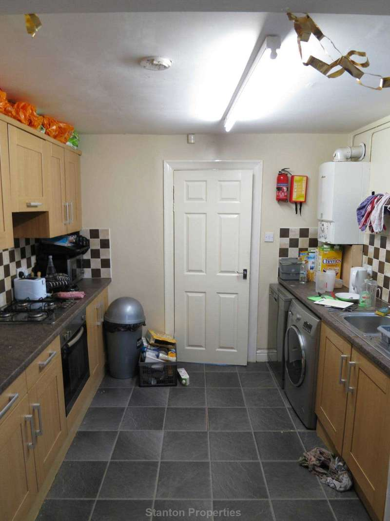 6 Bedrooms Semi Detached House for rent in 110 pppw, Brocklebank Road, Fallowfield