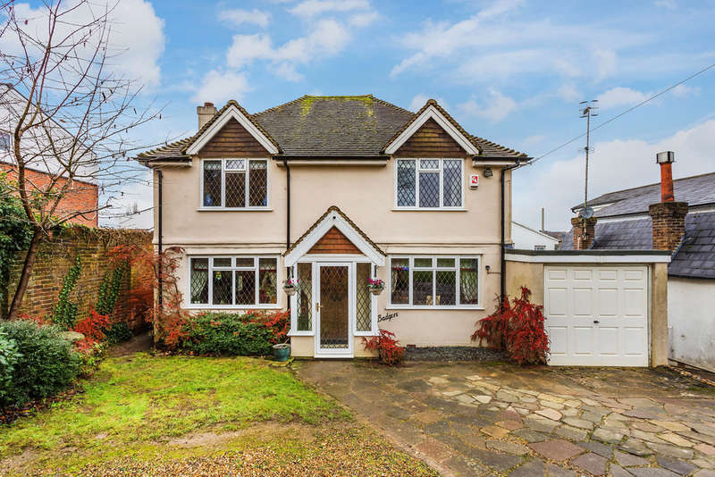 3 Bedrooms Detached House for sale in Hurst Green Road, Oxted, RH8