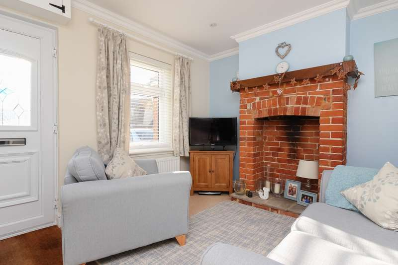 2 Bedrooms Terraced House for sale in Bigbury Road, Chartham Hatch, CT4