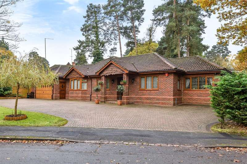 4 Bedrooms Detached Bungalow for sale in Heathermount Drive, Edgcumbe Park, Crowthorne