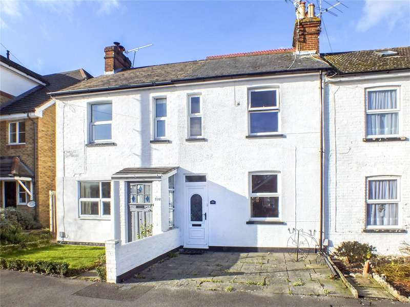 2 Bedrooms Terraced House for sale in Clarence Road, Fleet, GU51