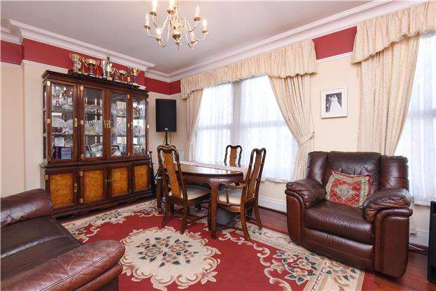 4 Bedrooms Town House for sale in Norfolk Road, THORNTON HEATH, Surrey, CR7