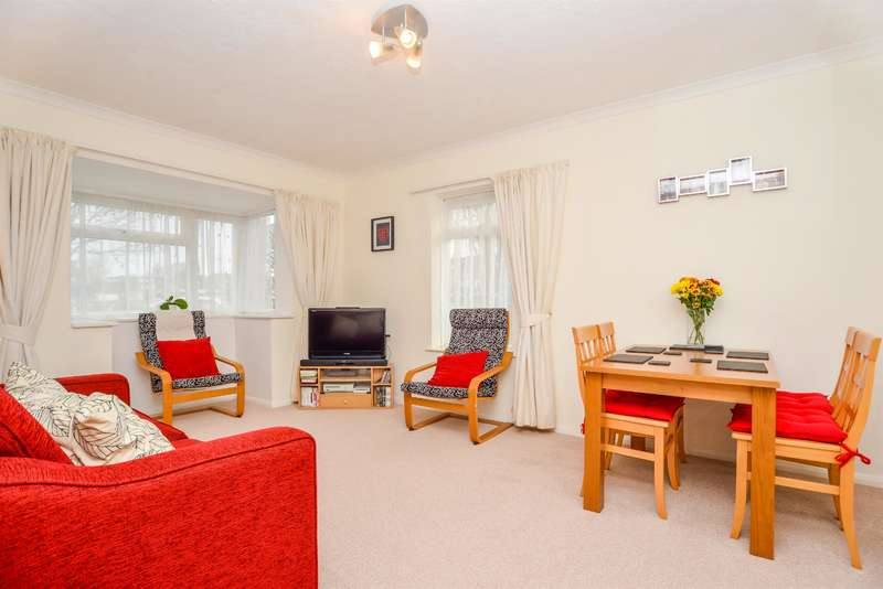 2 Bedrooms Ground Flat for sale in Esmere House, The Green, Southwick, BN42 4DE