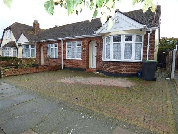 2 Bedrooms Semi Detached Bungalow for sale in Feeches Road, Southend on sea, Southend on sea, SS2 6TD