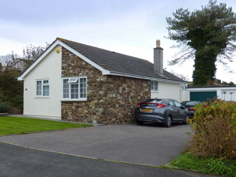 2 Bedrooms Detached Bungalow for sale in Cotmore Way, Chillington