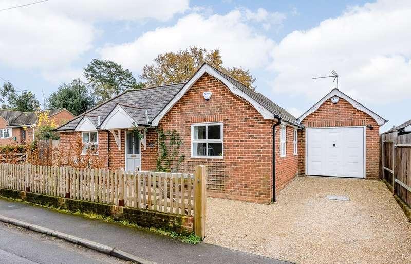 3 Bedrooms Detached Bungalow for sale in Farnham
