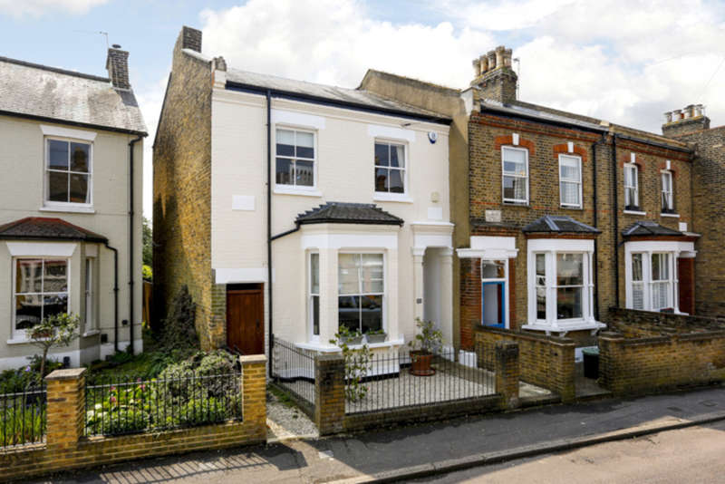 4 Bedrooms End Of Terrace House for sale in Hampton