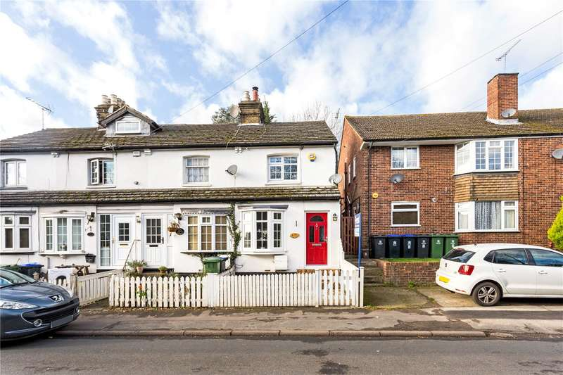 2 Bedrooms Terraced House for sale in Rose Cottages, Wexham Street, Stoke Poges, Buckinghamshire, SL3