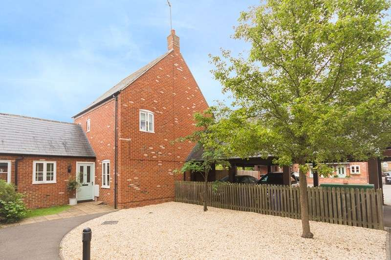 4 Bedrooms Detached House for sale in Waverley Close, Kings Sutton, Banbury
