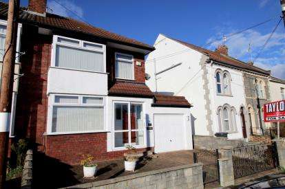 3 Bedrooms Semi Detached House for sale in New Cheltenham Road, Kingswood, Bristol