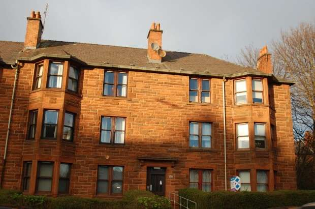 2 Bedrooms Flat for rent in Paisley Road west, Flat 0/2, Craigton, G52