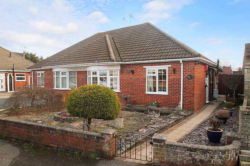 2 Bedrooms Bungalow for sale in Hithermoor Road, Stanwell Moor, TW19