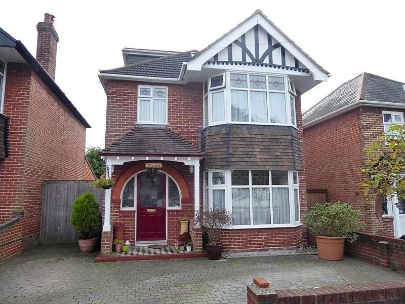4 Bedrooms Detached House for sale in Brownlow Avenue, Bitterne, Southampton, SO19