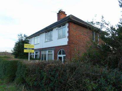 3 Bedrooms Semi Detached House for sale in Barkby Lane, Syston, Leicester, Leicestershire
