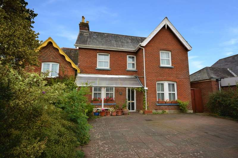4 Bedrooms Semi Detached House for sale in Sandown Road, Lake