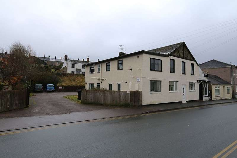 2 Bedrooms Flat for sale in Commercial Street, Cinderford, Gloucestershire, GL14 2RW