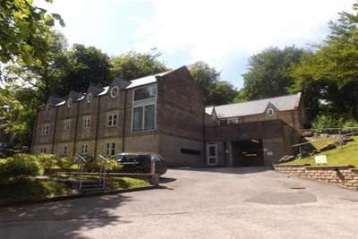 2 Bedrooms Flat for rent in Wye House; Corbar Road. SK17