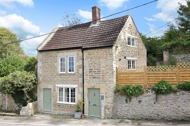 4 Bedrooms Detached House for sale in Frome Road, Beckington, Frome