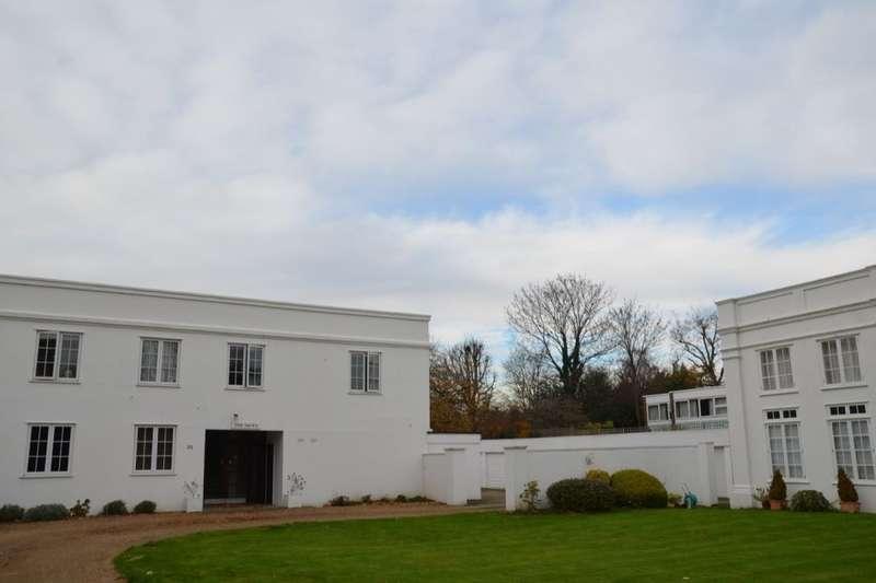 2 Bedrooms Flat for sale in Hogarth Way, Hampton, TW12