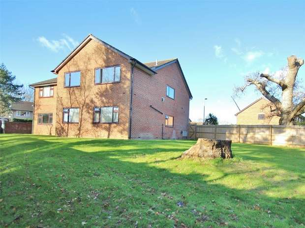 2 Bedrooms Flat for sale in Old Kiln Road, Upton, POOLE, Dorset